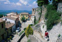 """Il castello di Montebello e la leggenda di """"Azzurrina"""""""