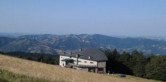"""Un rifugio alpino sull'appennino tosco-romagnolo, nel cuore del Parco Nazionale delle Foreste Casentinesi, il C.A.I. """"Città di Forlì"""","""