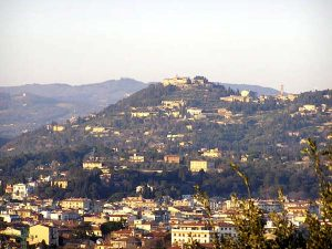 Fiesole, balcone panoramico e polmone verde di Firenze