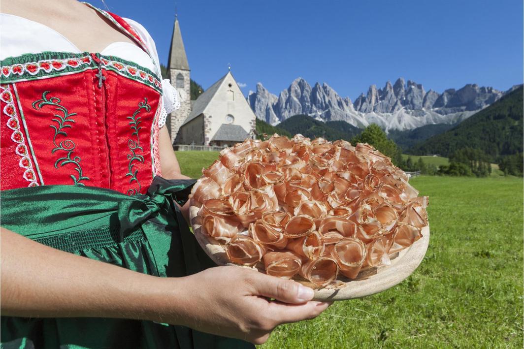 Fine mese in Val di Funes per la Festa dello Speck Alto Adige