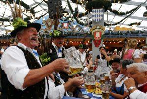 Al via l'Oktoberfest Bologna con tanta birra e tanta musica