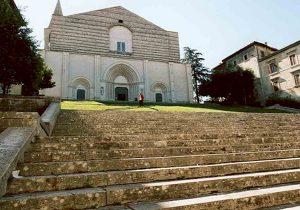 Todi, la città degli antiquari nella verde Umbria