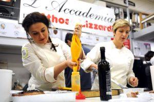 La chef Ery Hodaj all'opera nella passata edizione