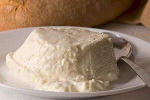 Prodotti tipici: lo Squacquerone di Romagna, sposo prediletto della piadina