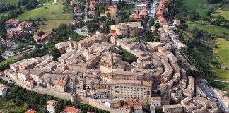 """La medievale Corinaldo, in provincia di Ancona, il paese dei """"matti"""""""