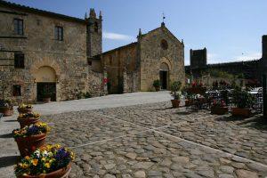 Monteriggioni, un angolo di medioevo sulle colline senesi