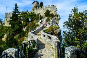 San Marino, la terra dell'ospitalità, sospesa fra tradizione e modernità