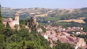 Fine mese a Brisighella sulla collina faentina con la Sagra della Bruschetta