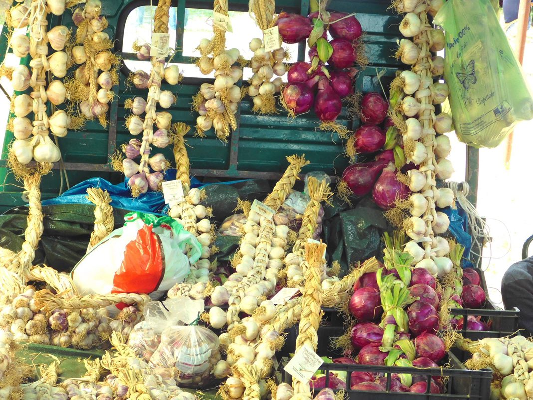 L'antichissima fiera dell'aglio di Vessalico, l'oro della terra della Valle Arroscia