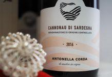Dalla Sardegna un cofanetto regalo della Cantina Antonella Corda che ne racchiude l'anima