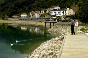 Città, paesi e borghi d'Italia: la friulana Barcis, sul lago di smeraldo