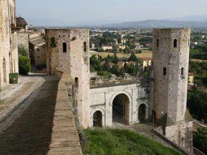Città, paesi e borghi: Spello, città d'arte, di cultura e d'olio d'oliva