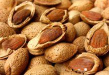 Prodotti tipici locali: le mandorle di Noto, regine della pasticceria siciliana