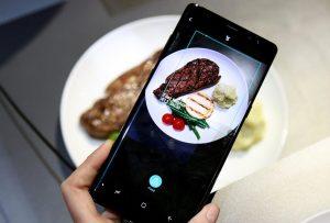 Cibo e hi-tech, droni al posto dei camerieri e boom del food delivery