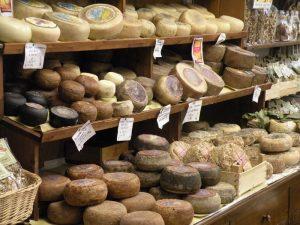 Prodotti tipici locali: il Pecorino di Pienza
