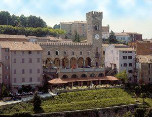 Bertinoro-palazzo comunale dall'alto