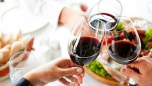 brindisi calici vino