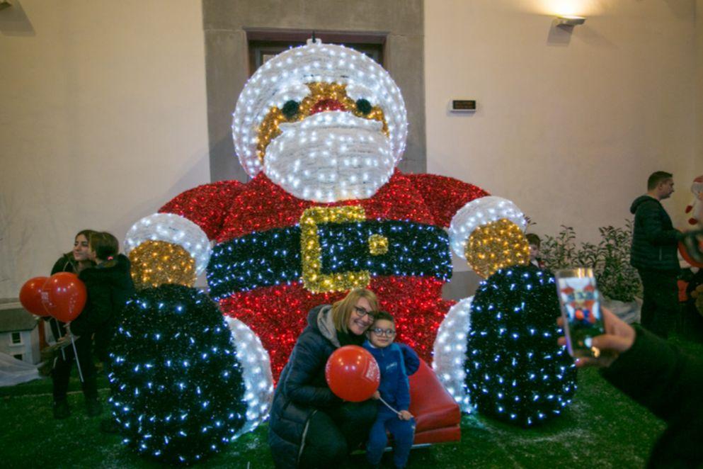 Arezzo città del Natale Babbo Natale a led