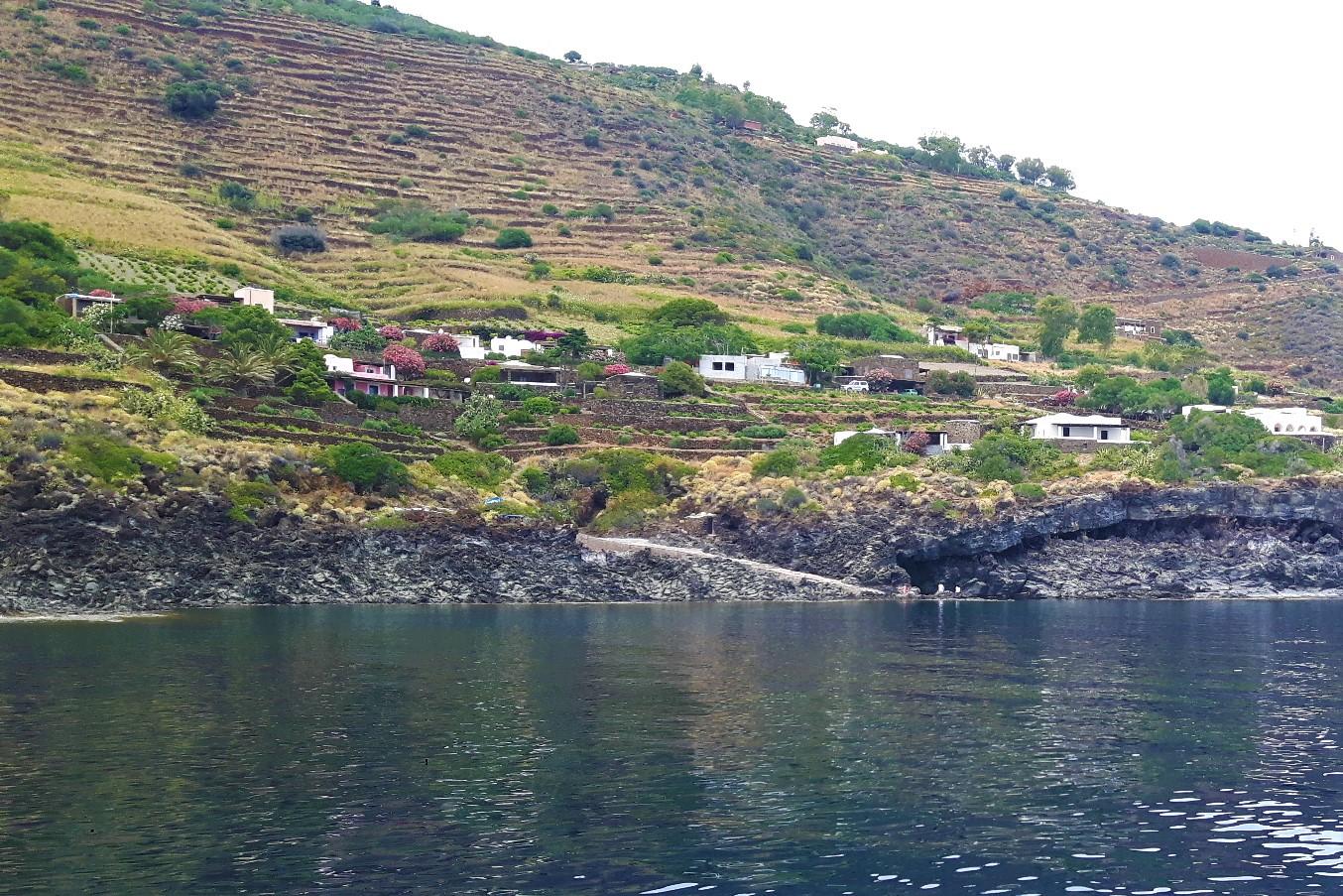 Vigneti e terrazzamenti a Pantelleria. Credits: Ph. Andrea Di Bella