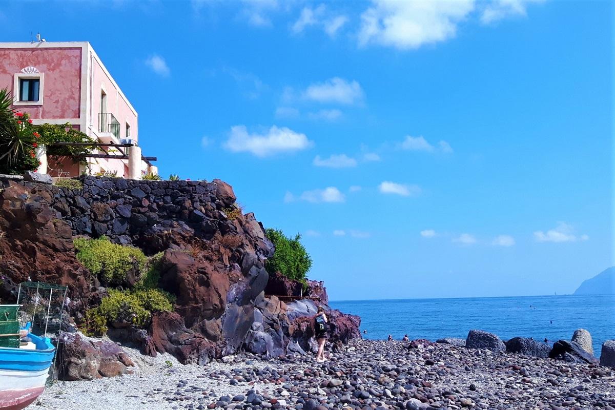 Casa sulla roccia ad Alicudi