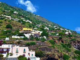 Case e terrazzi ad Alicudi
