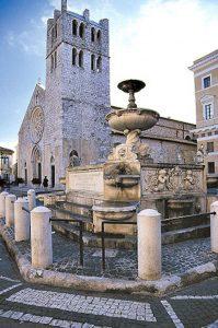 Alatri Santa_Maria_Maggiore (wikipedia.org)