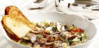 Zuppetta di vongole zucchine ceci e zafferano